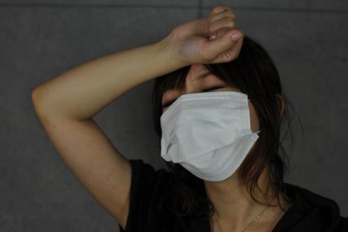保湿マスクをつけて眠ると冬の乾燥対策に!!美肌効果もあるらしい