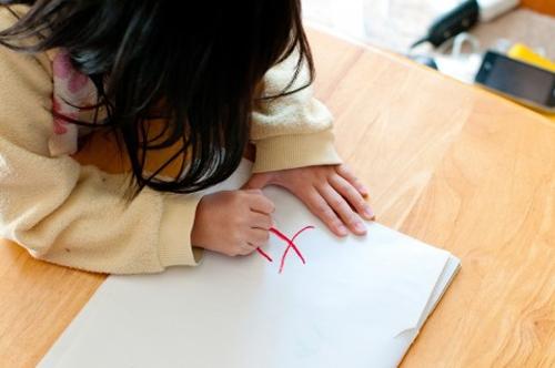 子供にひらがな・カタカナを教えるには「しりとり」遊びがオススメ!4歳の娘が大人に勝つ程言葉を覚えました