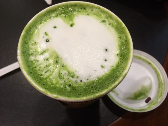 スターバックス「抹茶ティーラテ」を値段そのままでもっと甘く濃厚にするカスタマイズ方法!