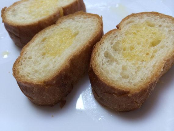 フランスパンにバター乗っけてトーストで焼くだけでめちゃくちゃ美味しいって事に31歳になってようやく気付いたって話