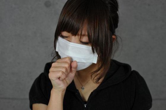 喉の痛みを即効で治す方法5つ…マスクは家の中でもつけよう