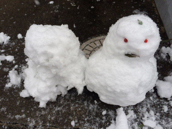 大雪で積もった時のために雪かき用の大きなスコップが便利て話…数分で終わります