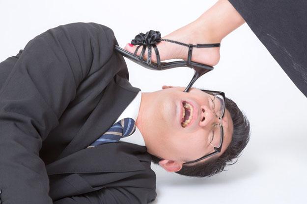 偏平足のケアや症状まとめ…足の裏が痛いならインソールにこだわろう