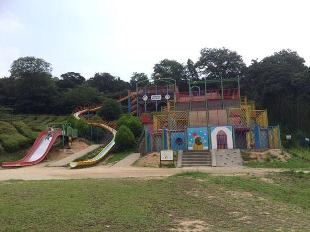愛知県半田市「半田運動公園」感想…滑り台が多くて小学生向け
