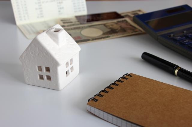 節約するならまず固定費を見直そう!携帯代と保険代で年間数万円違う