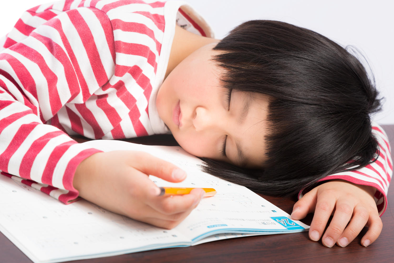 宿題中に眠る